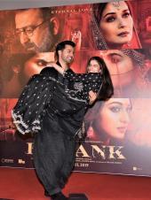 Star Spotting: Varun Dhawan Twirls Alia Bhatt, Kangana Ranaut Celebrates Her Birthday and Siddharth Malhotra Papped!