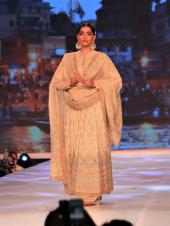 Sonam Kapoor, Karan Johar, Preity Zinta Stun on the Abu Jani-Sandeep Khosla Ramp