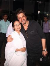 Star Spotting: Shahrukh Khan with Mamata Banerjee, Ranveer Singh's Thumbs-Up and Taimur Ali Khan Papped!