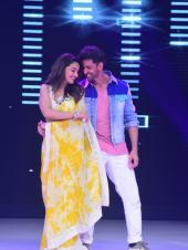 Hrithik Roshan And Madhuri Dixit Shake A Leg