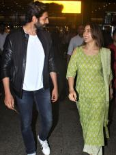 Kartik Aaryan And Sara Ali Khan Are Adorable As They Arrive At Airport