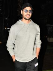 Sidharth Malhotra Is Quite The Poser. Check Out Pics