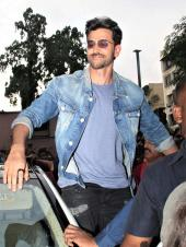 Hrithik Roshan Meets Fans During Promotions