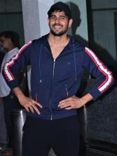 Sidharth Malhotra Acts Goofy As He Gets Snapped