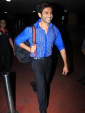 Kartik Aaryan Is Happy For the Cameras During Latest Airport Visit