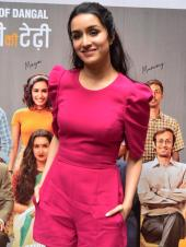 Shraddha Kapoor is Bubbly in Hot Pink For Chhichhore Promos