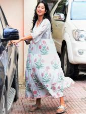 Janhvi Kapoor Has a Bollywood Moment Getting Caught In the Rain