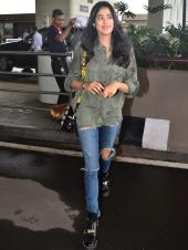 Janhvi Kapoor Flaunts Tomboyish Style For the Airport