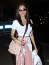 Nushrat Bharucha, Pooja Hegde And Mouni Roy Spotted At The Airport