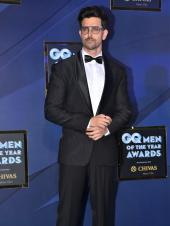 Hrithik Roshan, Shahid Kapoor And More Are Dapper At Awards Show