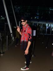 Sidharth, Tara or Aamir? Who nailed the airport look?