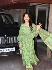 Sara Ali Khan and Janhvi Kapoor Show Us How to Sport Green Two Ways