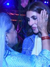 Shweta Bachchan Nanda Shares a Moment with Mum Jaya Bachchan