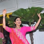 Shilpa Shetty In A Hot Pink Traditional Outfit For Ganpati Visarjan!