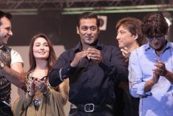 Salman sizzles all the way