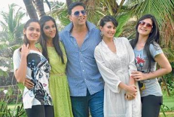 Akshay's 'houseful' party