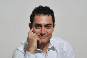 Aamir Khan out on the streets