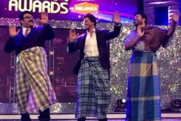 Shah Rukh Khan in Dubai: Does the Lungi Dance with Mohanlal and Mammootty at the Ujala Asianet Film Awards!