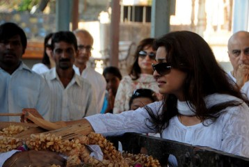 Juhi Chawla Breaks Down as Her Brother Bobby Chawla is Cremated