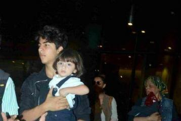 How Cute Do Shah Rukh Khan's Sons Look In This Picture!