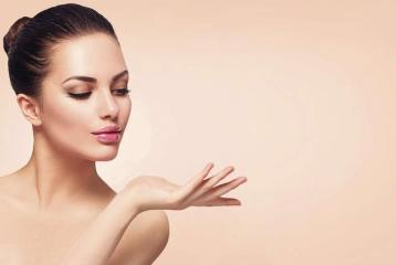 Simple Tricks For Glowing Skin in The Winter