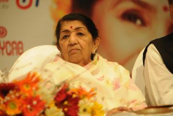#PulwamaAttacks: Lata Mangeshkar Donates 1 Crore to Indian Army!