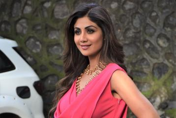 Shilpa Shetty Does Advance Yoga Pose In Latest Video And Completely Slays At It!!