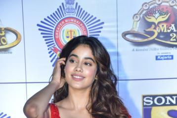 Janhvi Kapoor Leaves Heads Turning in Bold Red Sari at UMANG 2020