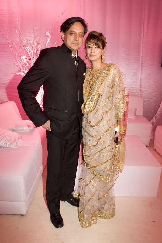 """Sunanda Pushkar's Death: Shashi Tharoor Records Statement, Mehr Tarar Calls Herself a """"Victim"""""""