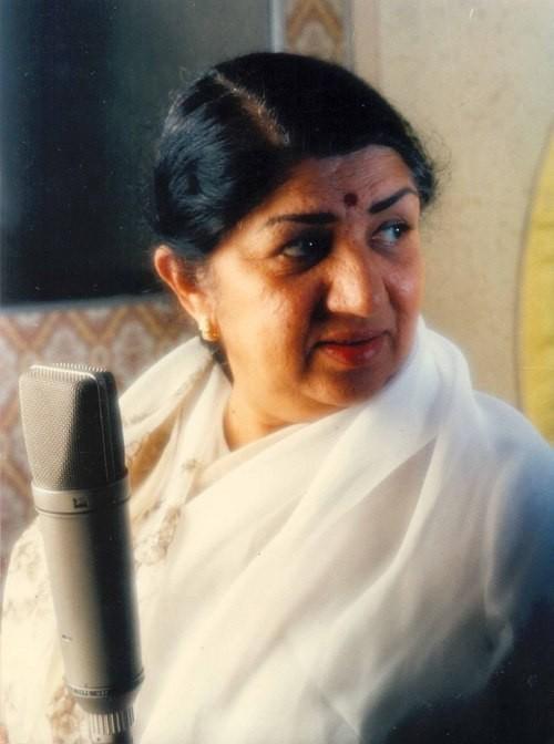 Ranu Mondal Says Lata Mangeshkar Will Always Be Her Senior and Someone She Looks Up To!