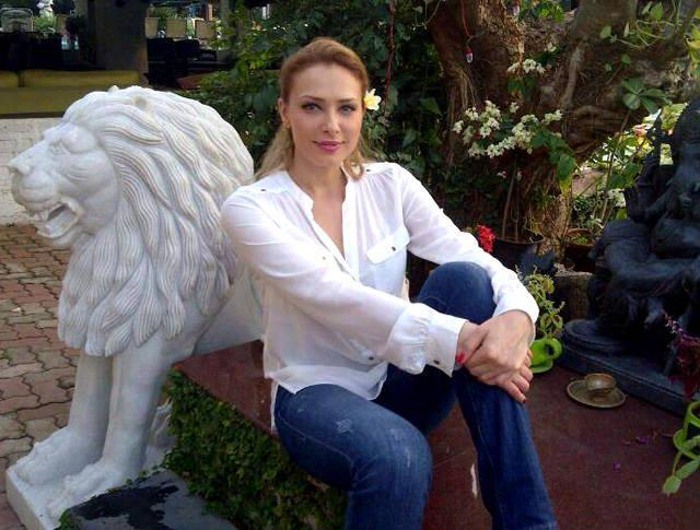 Someone's Invited Salman Khan's Alleged Girlfriend Iulia Vantur Home! Guess Who!