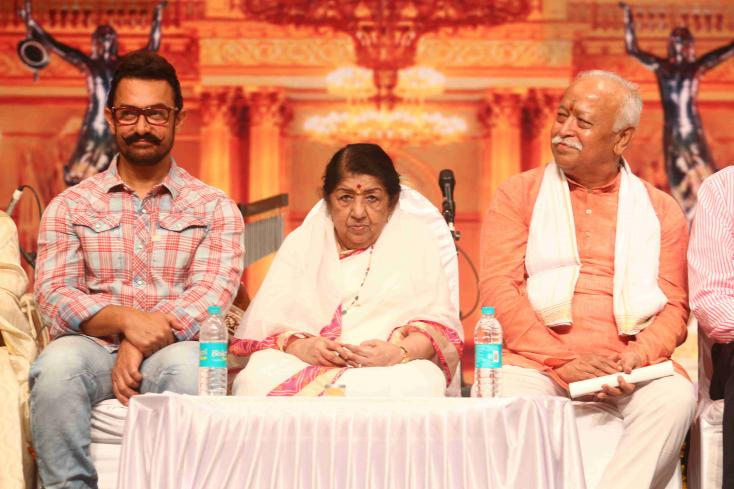 Aamir Khan and Lata Mangeshkar snapped at the Dinanath Mangeshkar Awards.