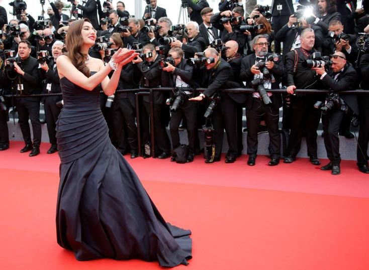 Mahira left onlookers gaping with her gorgeous Alberta Ferretti black gown during her red carpet debut at 2018 Cannes Film Festival