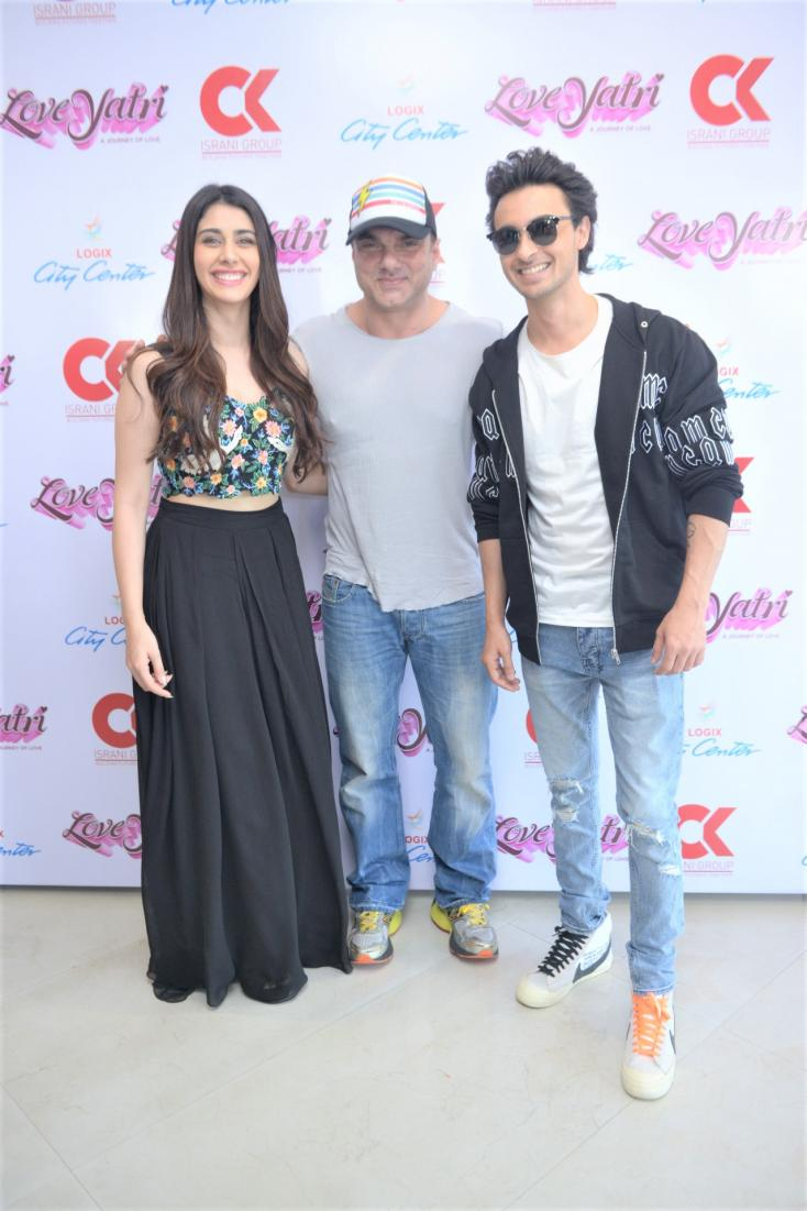 Warina Hussain and Aayush Sharma snapped with Sohail Khan who has a cameo appearance in 'Loveyatri