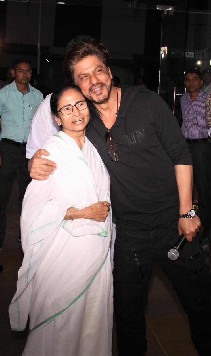 Shahrukh Khan posed with Mamata Banerjee, the current Chief Minister of West Bengal