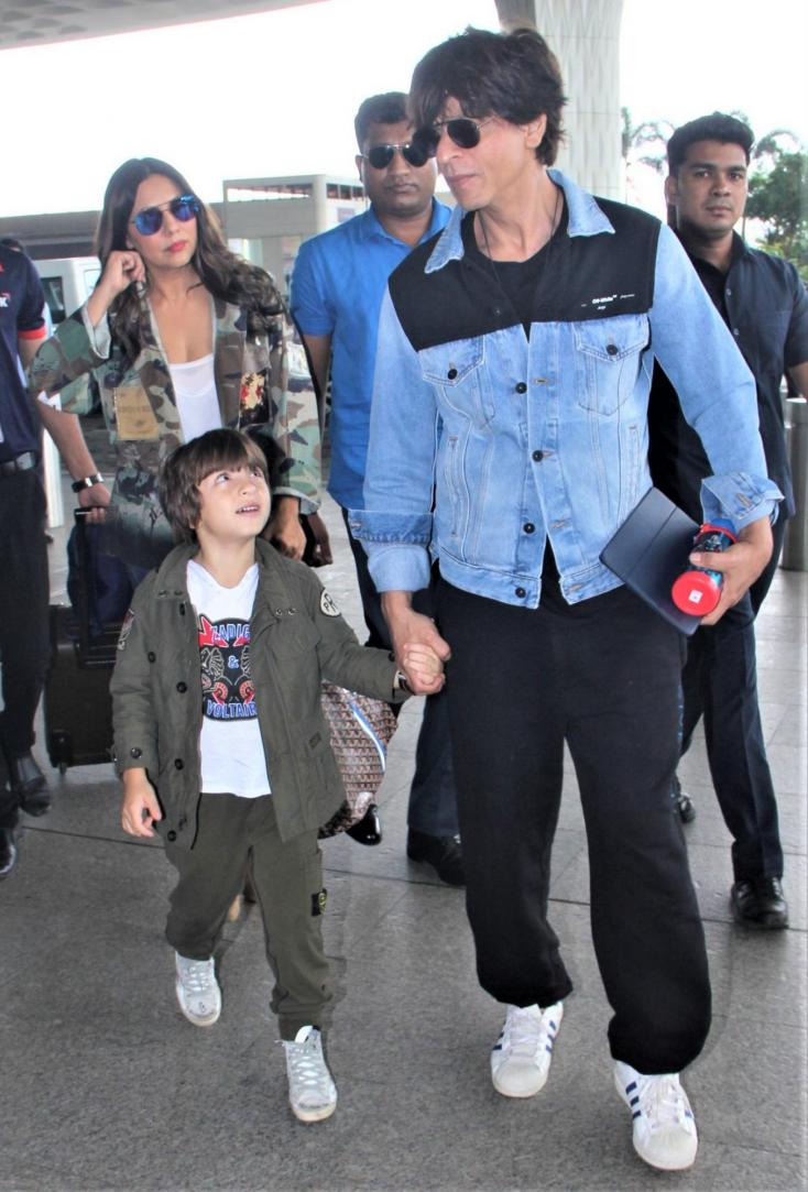 Gauri Khan follows behind as Shah Rukh holds onto Abram's hand