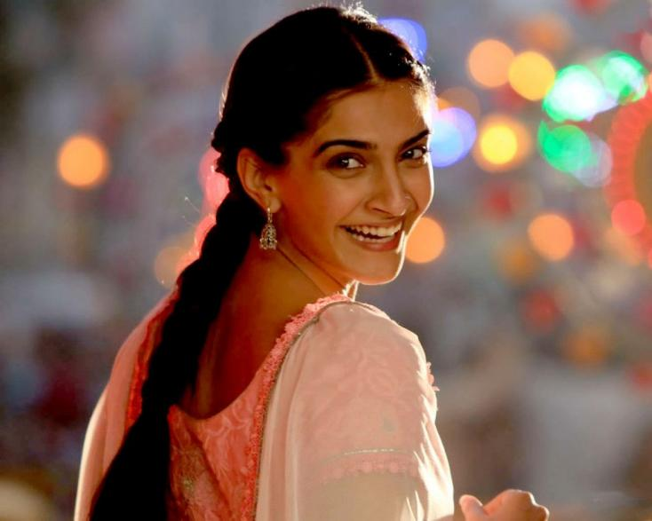 Sonam Kapoor Pens Heartfelt Note as Raanjhanaa Clocks 6 Years