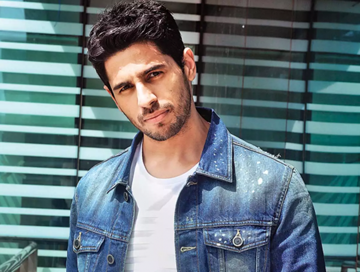 Sidharth Malhotra Recalls Disturbing His Granny as a Child by Playing Cricket