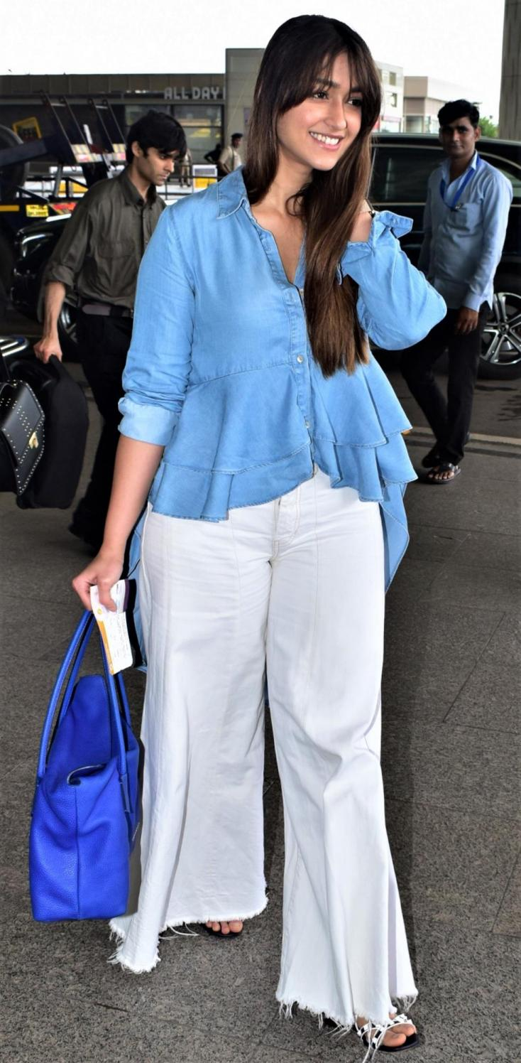 Ileana D'Cruz donned the biggest smile for the camera as she arrives at the airport