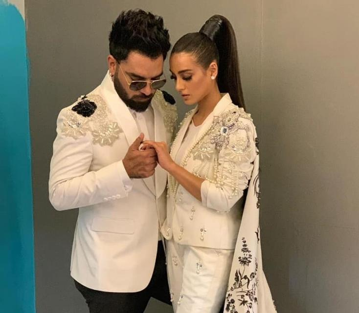 Iqra Aziz and Yasir Hussain's Engagement at Lux Style Awards 2019 – Scripted, Spontaneous or Simply Sweet?