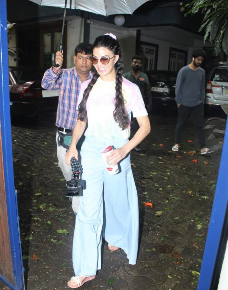 Jacqueline Fernandez was seen out and about in the city when paps gathered to snap photos of the young starlet.