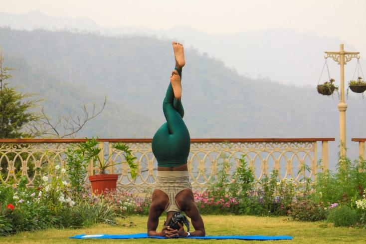 Here Is Why You Should Be Doing Headstands Daily For 5 Minutes