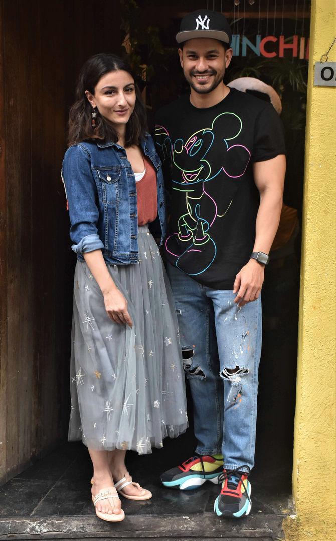 Kunal Kemmu and Soha Ali Khan enjoy Dinner Date