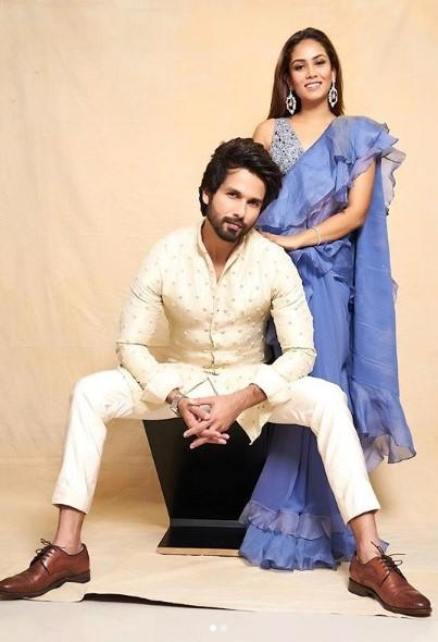 Shahid Kapoor and Mira Rajput were dressed up in their finest for Diwali this year. The two made sure to get amazing pictures of themselves.