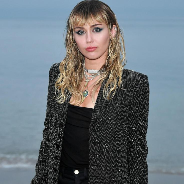 Miley Cyrus Receives Negative Reviews On Latest Haircut; Hairstylist Comes To Defense