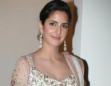 Katrina arrives late to collect award