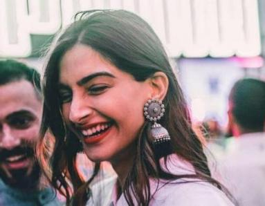 Sonam Kapoor's Wedding: Check Out Sonam and Anand Ahuja's Wedding Invitation