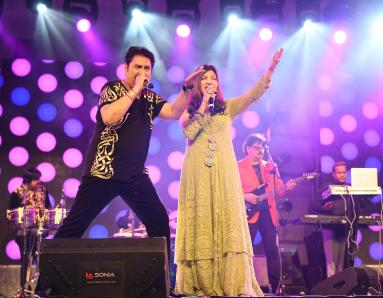 Kumar Sanu and Alka Yagnik Perform In Dubai