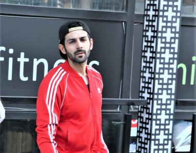 Star Spotting: Kartik Aaryan-Sara Ali Khan Go To The Gym, Malaika Arora Out and About and Emraan Hashmi Clicked