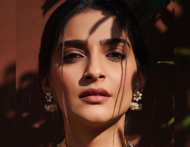 Get The Look: Sonam Kapoor's Banarsi Ensemble Can Be Yours